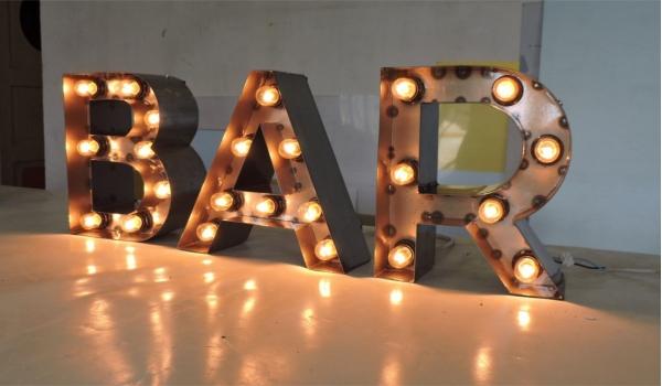 Ретро буквы с лампочками