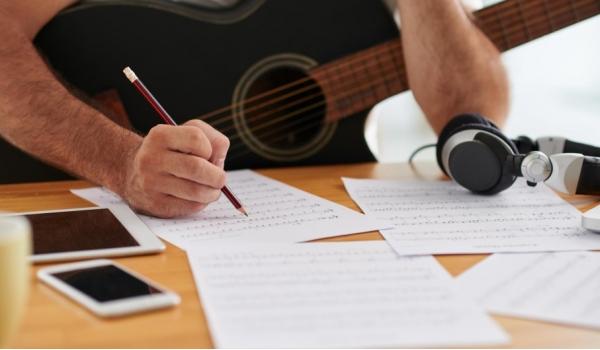 Написание текста песни/гимна